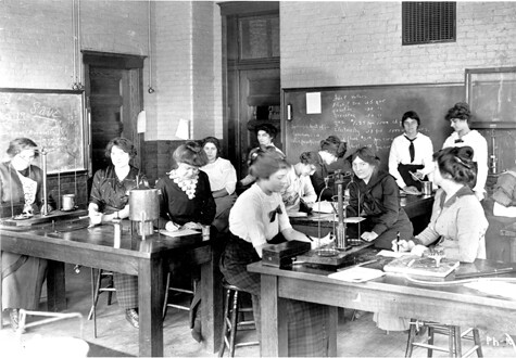 Women work in the physics lab