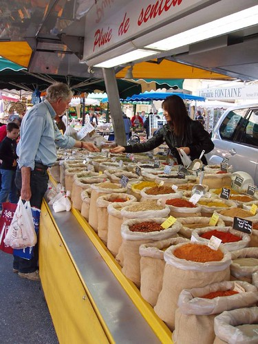 201104090101_Apt-market-spices
