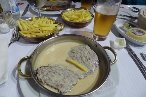 Cervejaria Trindade steak and sauce