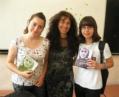con Karina y Gergana regalandoles el poemario traducido
