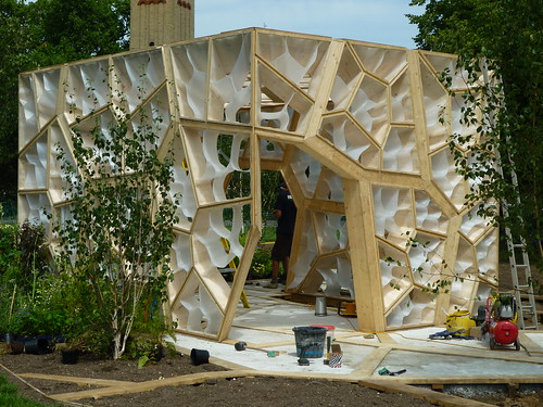 Behind the scenes - installing the Chelsea Garden at Kew