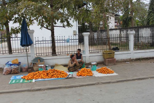 20120131_3247_orange-sellers