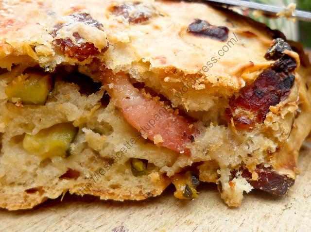 Fougasse aux courgettes, oignons et lardons / Focaccia Bread with Zucchini, Onions and Bacon