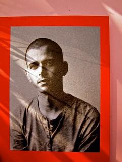 Abdellah Taïa, Ho sognato il re, ISBN 2012. Grafica: Alice Beniero. Risvolto di copertina, fotog. b/n dell'autore [resp. non indicata] (part.), 1
