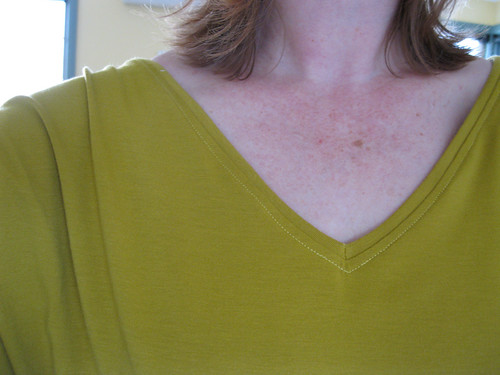 new look 6648 neck detail