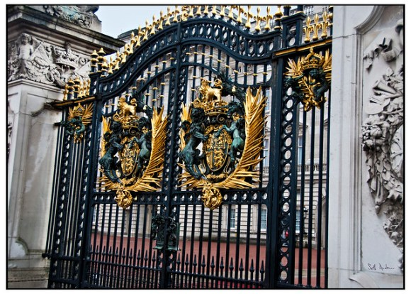 Gate - Buckingham Palace