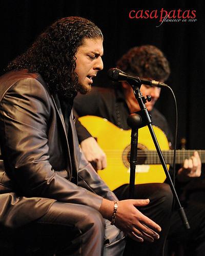 Antonio Fernández cantando en Casa Patas. Foto: Martín Guerrero