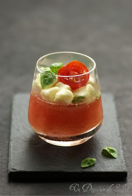 Verrine eau de tomate, mozzarella et basilic