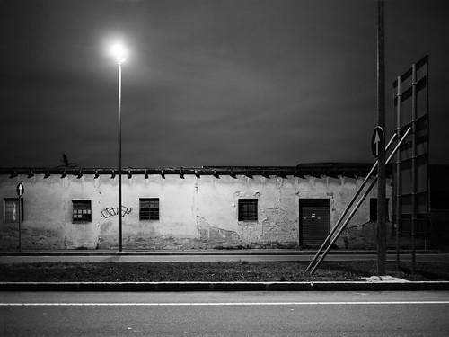 Trifling street lamp
