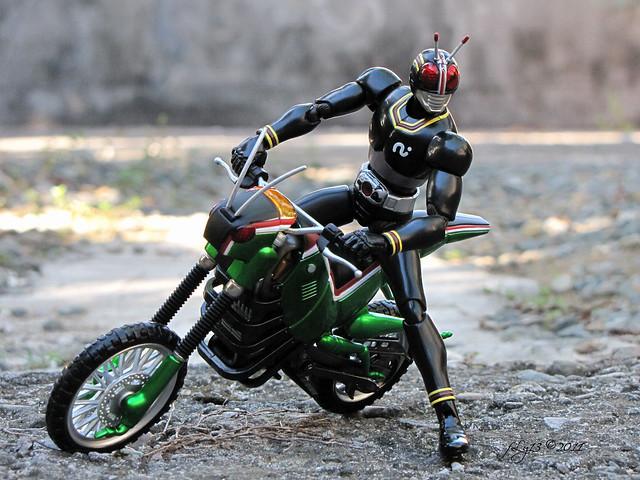 SH Figuarts Masked Rider Black and Battle Hopper