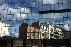 Suburban buildings in distorsion
