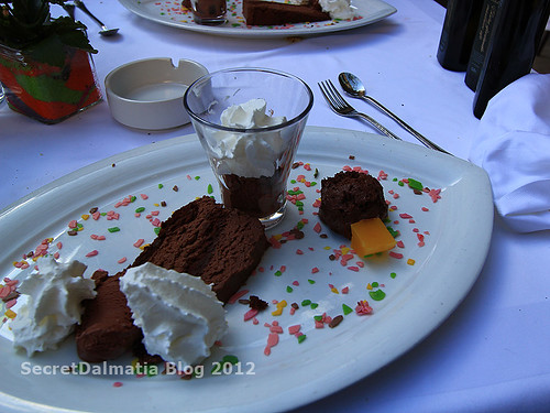 Chocolate cake with chocolate mousse (80% dark schocolate) and chocolate-peperoncino ice cream