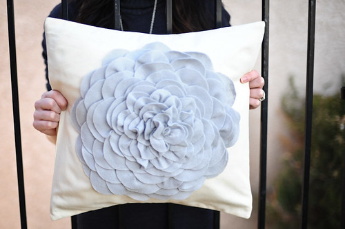 pillow cover@www.urbanfringe.etsy.com