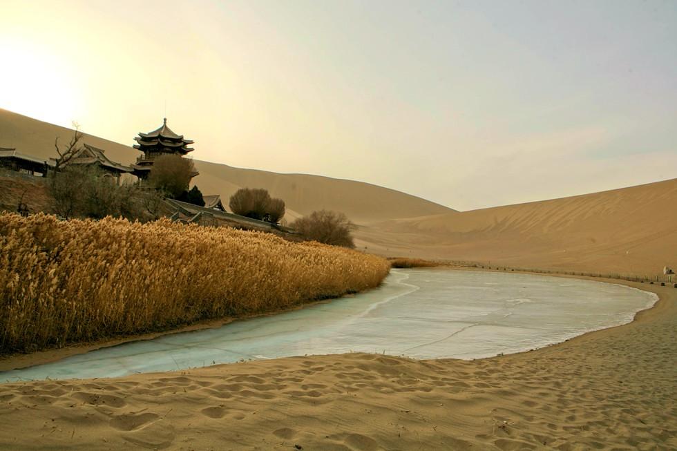 Crescent Moon Lake, Dunhuang