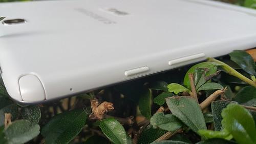 """ช่องเสียบ S Pen และปุ่มต่างๆ ของ Samsung Galaxy Tab A 9.7"""" with S Pen"""