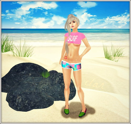 Love Zombie Surf Cropped Tee + Hibiscus Tat + Hawaiian Shorts