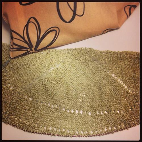 Another shawl #instaknit #shawl #summer #serialknitter #knit #knitting #fattoamano #lavoroamaglia  #linen #linebreak #veeravalimaki #ito #kinu