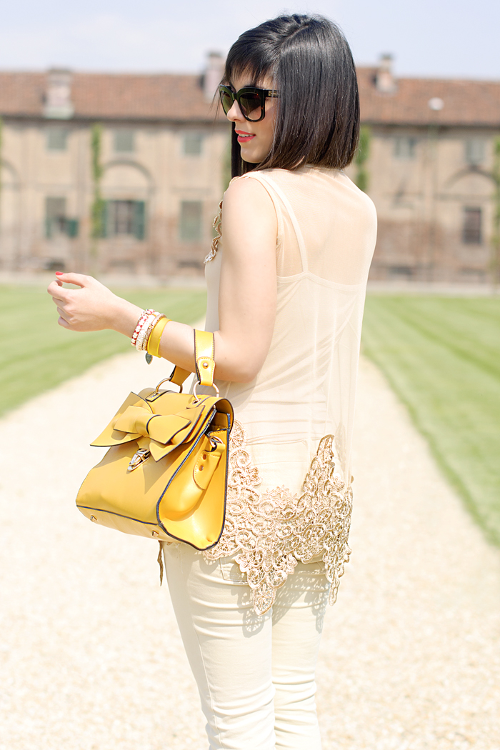 The yellow bow bag
