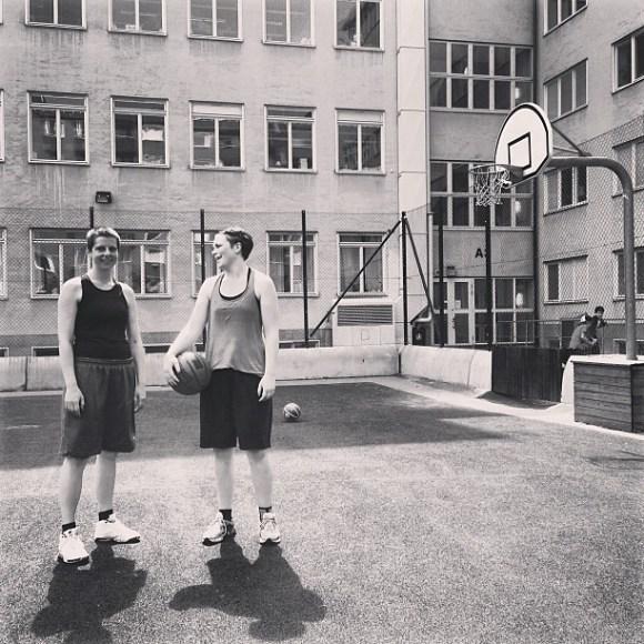 Hoops on a Sunday morning. @evalisaw och Maja Dee.