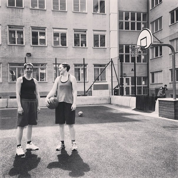 Hoops on a Sunday morning. @evalisaw och Maja Dee.