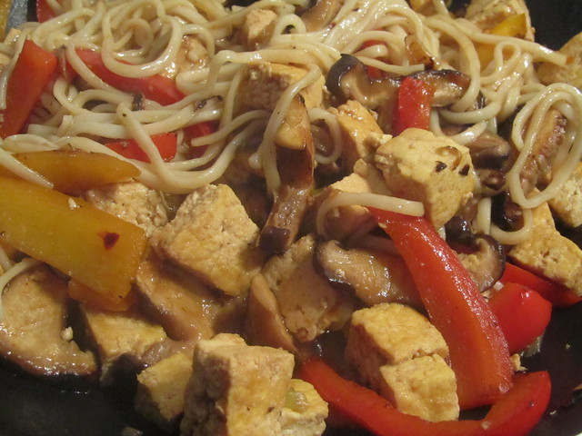 Cooking: Stir-fried tofu with udon noodles