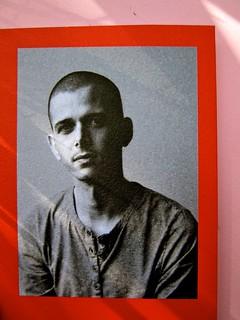 Abdellah Taïa, Ho sognato il re, ISBN 2012. Grafica: Alice Beniero. Risvolto di copertina, fotog. b/n dell'autore [resp. non indicata] (part.), 3