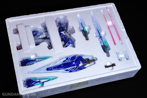 Metal Build 00 Gundam 7 Sword and MB 0 Raiser Review Unboxing (28)
