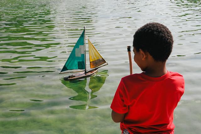 Miniature sailing