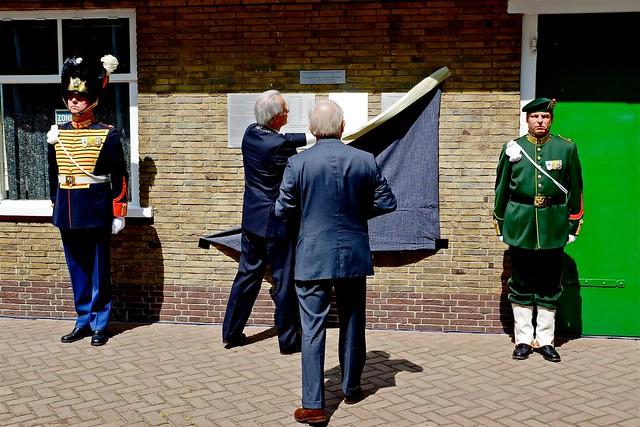 Onthulling plaquettes hulpvliegveld Ockenburg. Foto door Roel Wijnants, op Flickr.