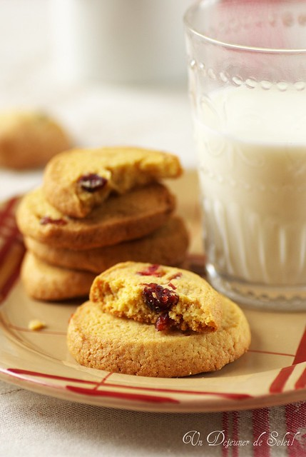 Cookies with corn flour and cranberries