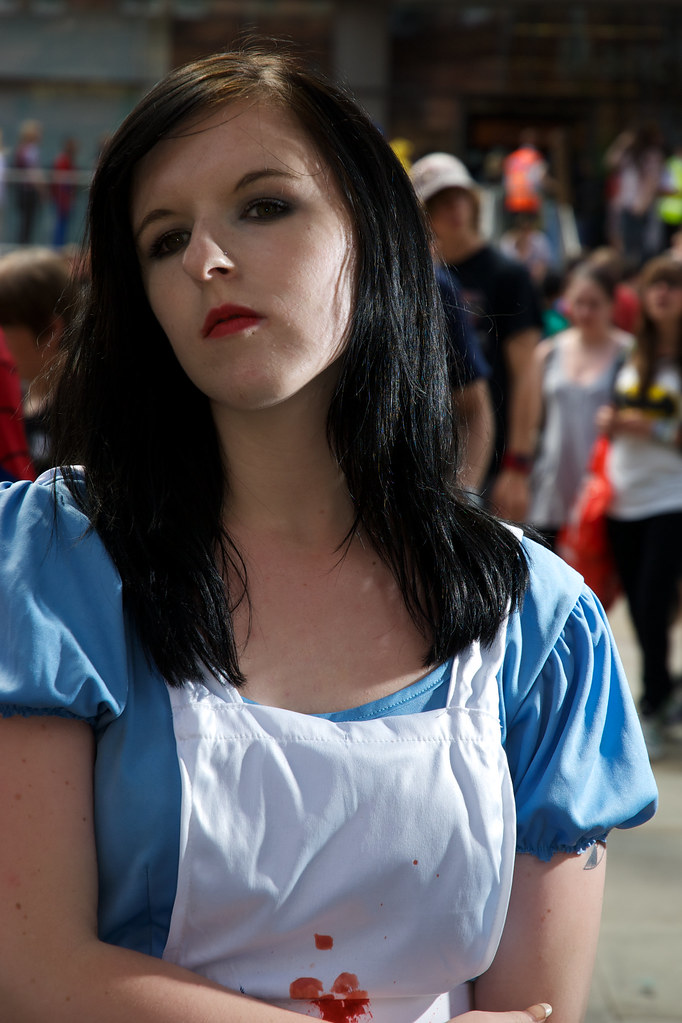 Cosplayer dressed as Alice (American McGee's version)
