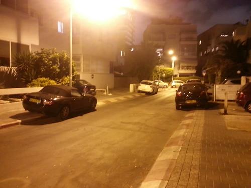 אין מדרכות בתל-אביב בלילה