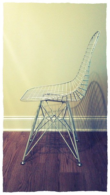 modern eiffel-base bertoia wire chair