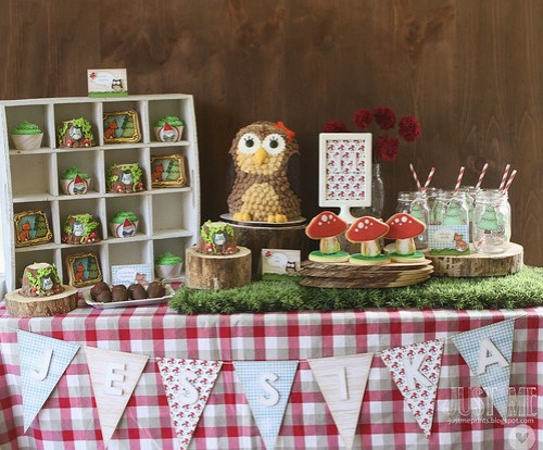 Woodland owl baby shower table inspiration