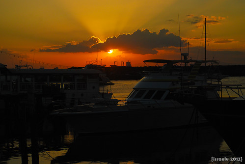 Sunset at Harbour Square, Apr. 9th at 7:02pm by {israelv}