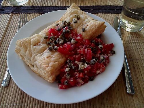 Isabelles Ziegenkäse-Calzone mit Tomaten-Salsa und frittierten Kapern