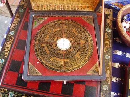 201007100198_Chinese-compass-box
