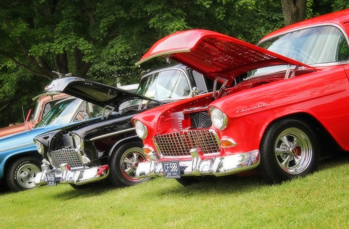 Classic Car CruiseIn The City Of Willoughby - Classic car cruise