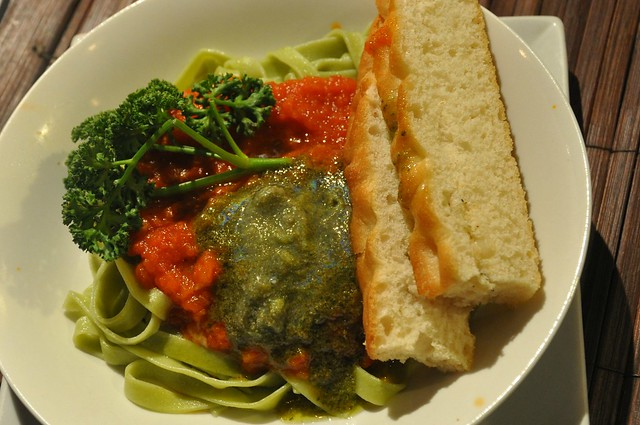 Spinach Pasta with 2-Sauce