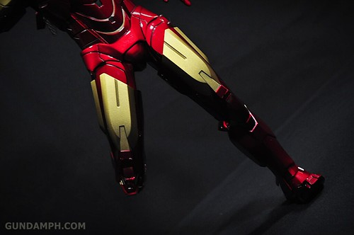 Hot Toys Iron Man 2 - Suit-Up Gantry with Mk IV Review MMS160 Unboxing - day1 (52)