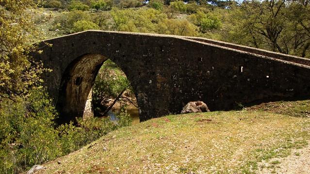Puente sobre el río Gundarés