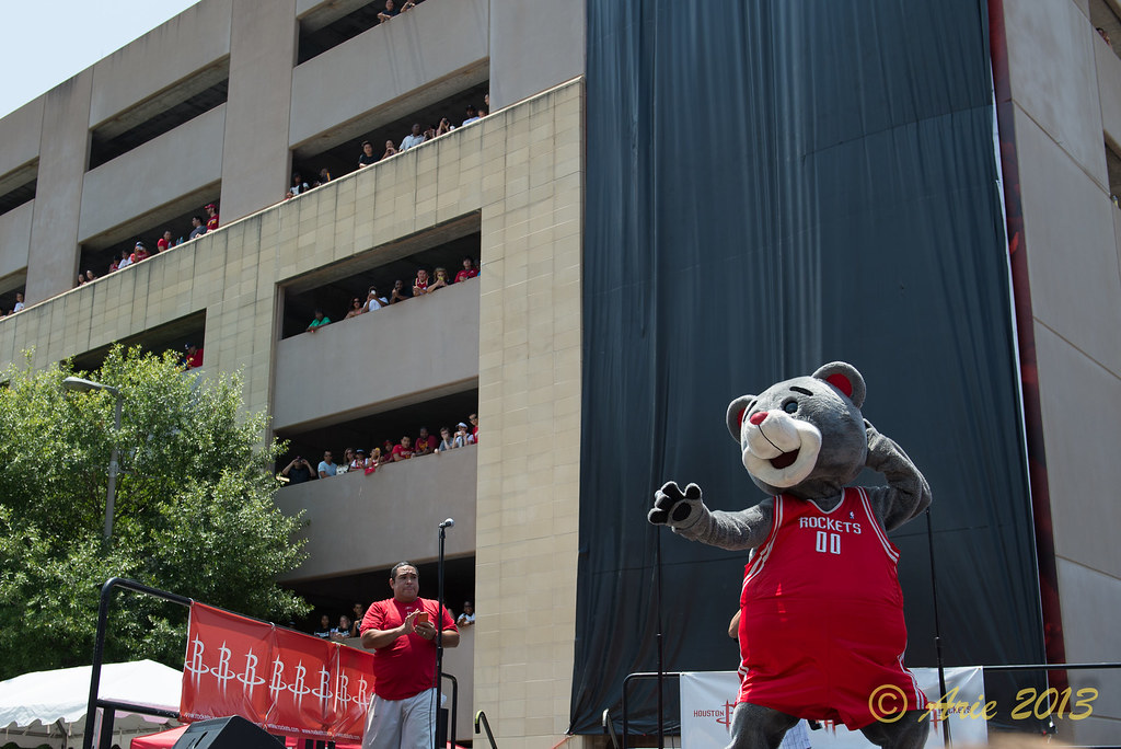 Clutch the Bear entertaing the crowd in the heat