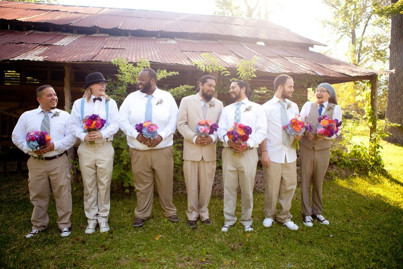 Our favorite mismatched wedding parties from @offbeatbride