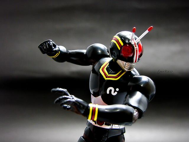 SH Figuarts Masked Rider Black pose