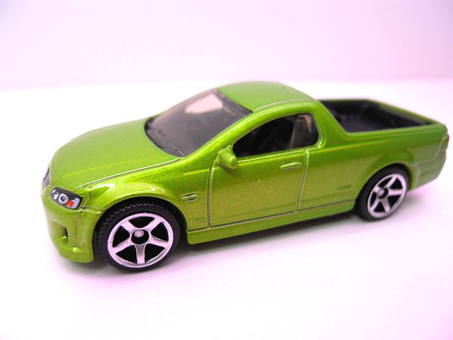 matchbox '08 holden ve ute ssv green (2)