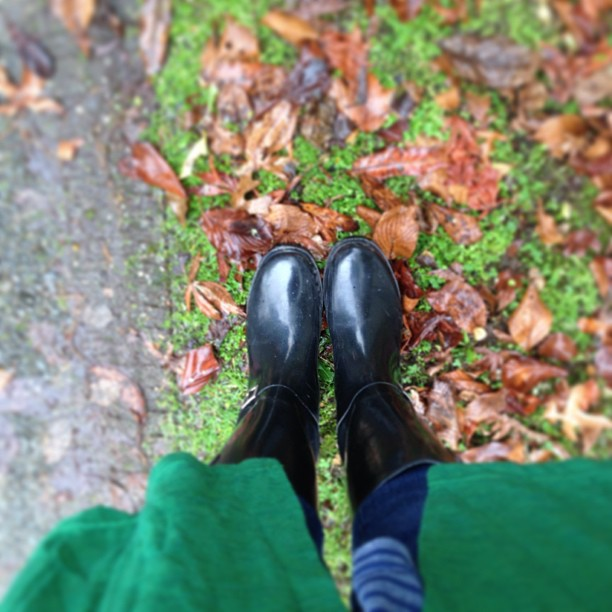 Welly boots, autumn leaves and rainy afternoons going through open houses... Think we may have found a winner #autumn #thesebootsaremadeforsplashing #nofilter