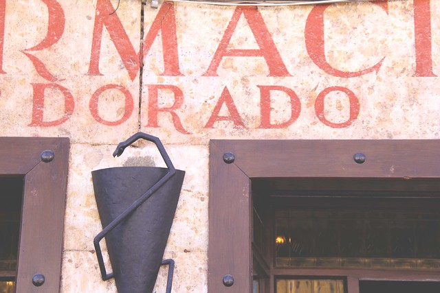 farmacia dorado ciudad rodrigo, spain typograghy