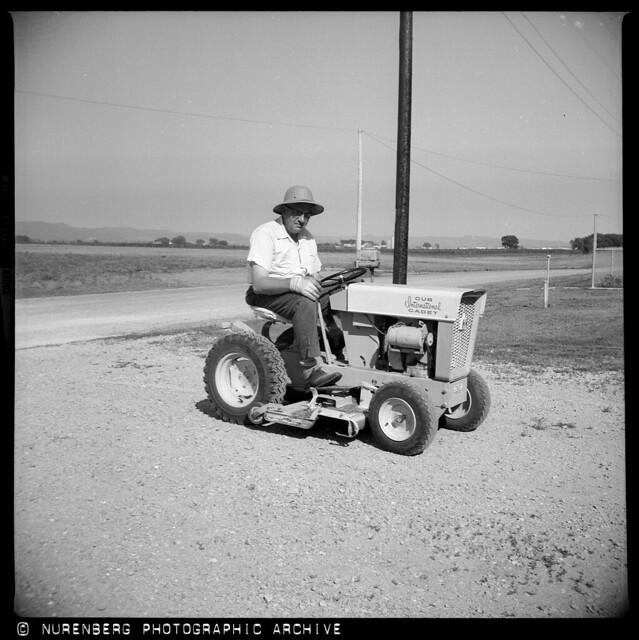 20130824-005 1963 IH International Cub Cadet tractor