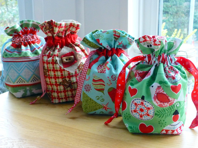Christmas gift bags tutorial