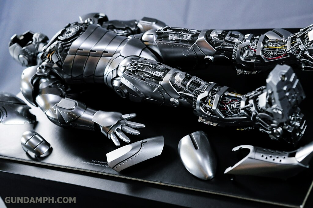 Hot Toys Iron Man 2 - Mk II Armor Unleashed Ver. Review MMS150 Unboxing (45)